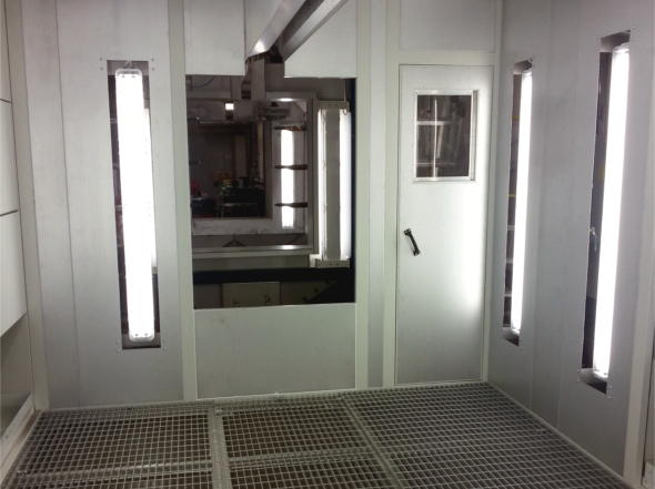 Painting chambers for manual powder spraying